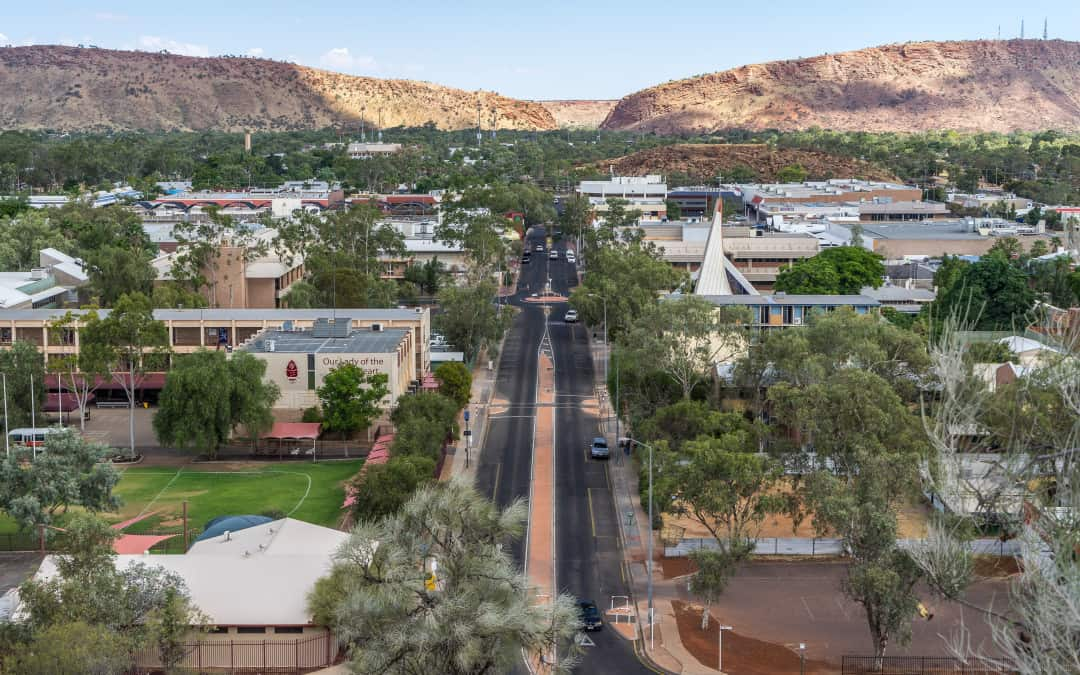 Alice Springs put into 72-hour lockdown after possible airport COVID-19 exposure